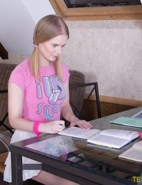 Hottie changes studying for fuck